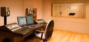חדר בקרה מבודד באולפן הקלטות